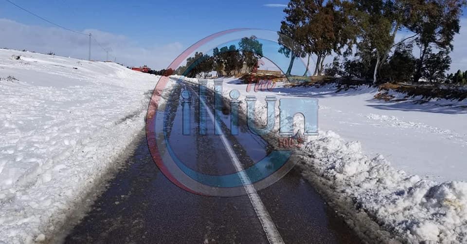 تالة والعيون: تساقط كميات كبيرة من الثلوج ومجهودات لفتح الطرقات