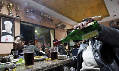 الجزائر:معاقبة المدخنين في الأماكن العامة و الإدارات