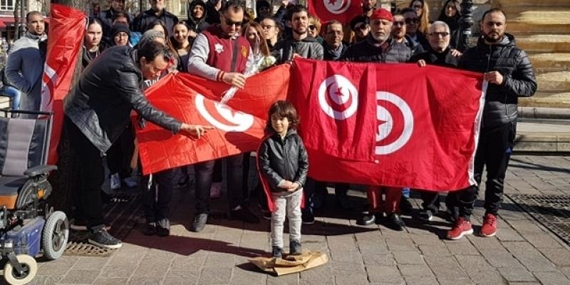 تونسيون مقيمون بباريس ينفذون وقفة احتجاجية تنديدا بوفاة 15 رضيعا