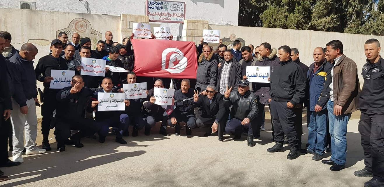 القصرين : النّقابة الجهويّة لقوّات الأمن الدّاخلي في وقفة احتجاجية لتفعيل جملة من المطالب المهنيّة