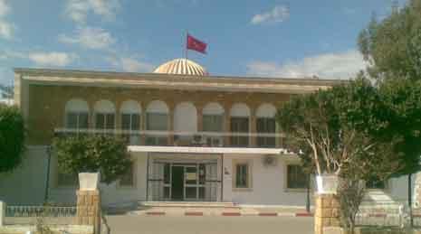 القصرين :اعوان و اطارات البلدية يهددون بالاضراب
