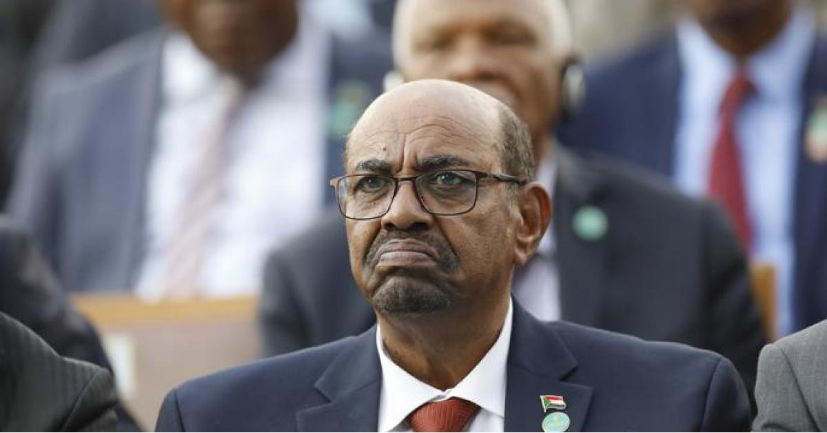 إحدى دول الخليج تتقدم بعرض لاستضافة الرئيس السوداني المعزول عمر البشير