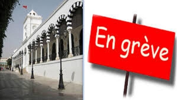 موظفو و اعوان وعملة بلدية القصرين يهددون بالتصعيد