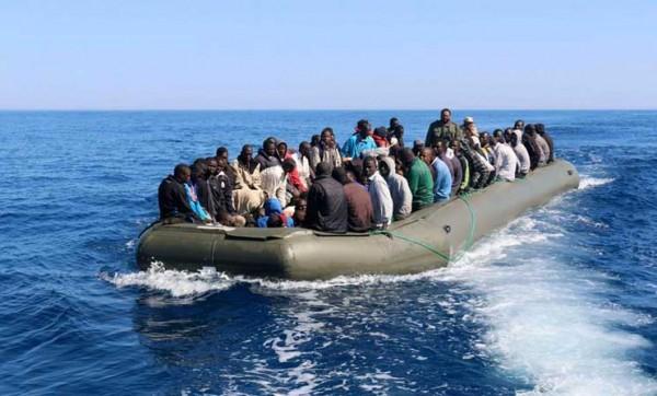 إنقاذ 147 مهاجرا سريا في السواحل الليبية