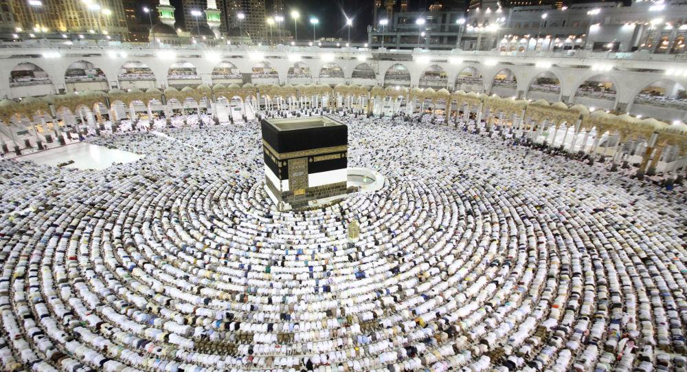 فتح الشباك الموحّد بجامع مالك بن أنس لإتمام بقية إجراءات السفر إلى البقاع المقدسة