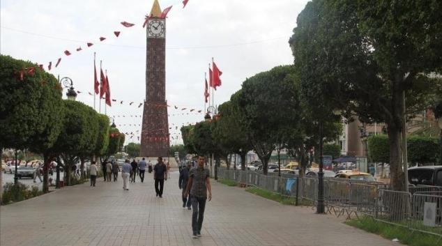 العاصمة: انفجار سيارة أمنية بباب بحر وإصابة عوني أمن ومدني