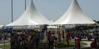 بعد الاجراءات الامنية الاستثنائية : تركيز خيام أمام مطار تونس قرطاج الدولي لوقاية المواطنين من حرارة الشمس