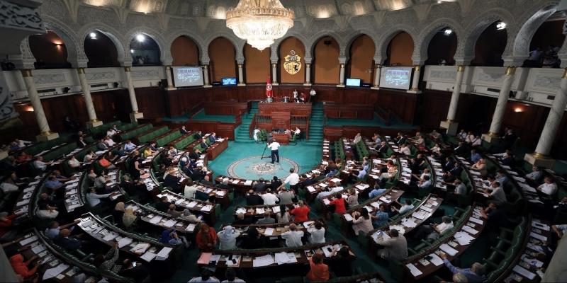 انعقاد دورة برلمانية استثنائية للنظر في القانون المتعلق بالانتخابات والاستفتاء
