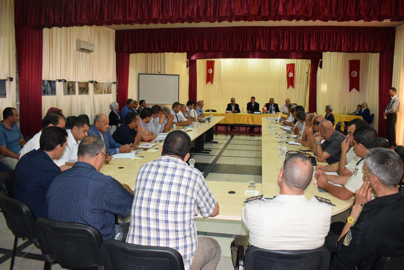 هيئة الانتخابات تقرر إزالة معلقات إشهارية تتعلق بالمترشح للرئاسية نبيل القروي