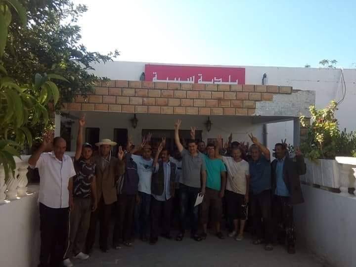 اعوان و اطارات بلدية سبيبة في قفة احتجاجية