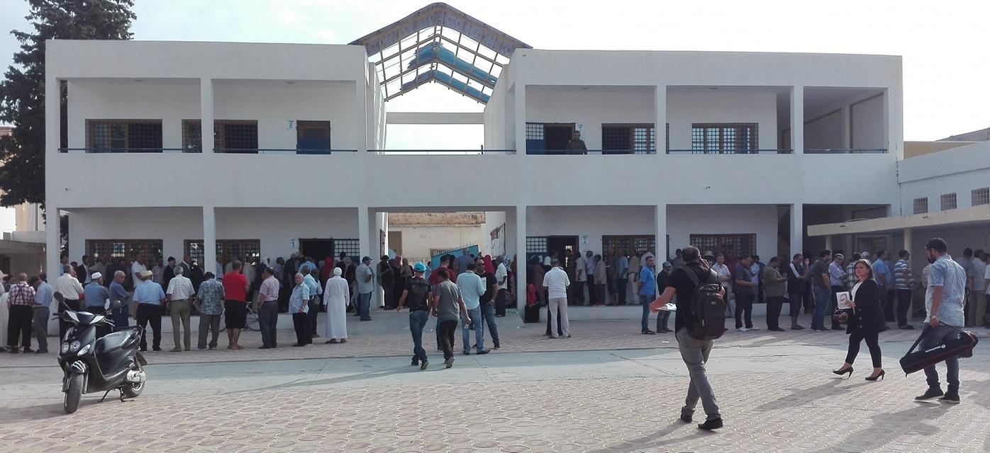 القصرين : مركز الاقتراع  المدرسة الشرقية يفتح أبوابه أمام الناخبين