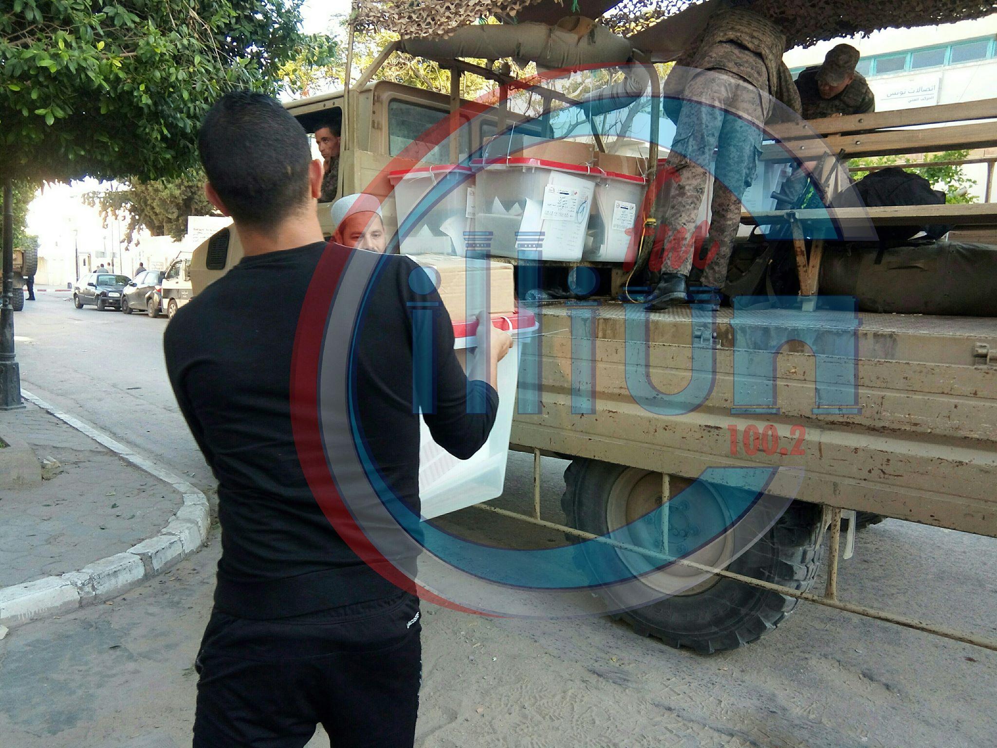 القصرين : نقل المواد الانتخابية من الهيئة الفرعية للانتخابات الى مراكز الاقتراع
