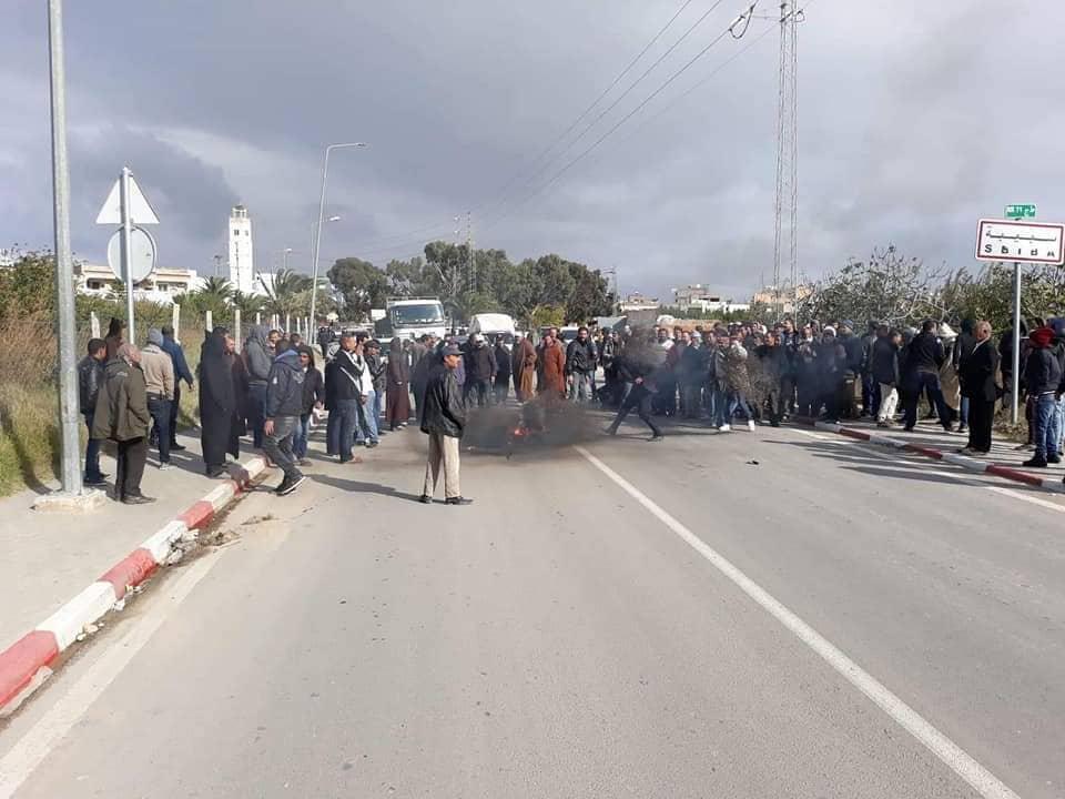 عديد المدن التونسية تشهد احتجاجات ليلية وإصابة  4  أعوان امن في القيروان