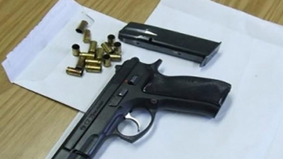 دورية تابعة لمنطقة الامن الوطني بتالة تلقي القبض على مفتش عنه بحوزته مسدس