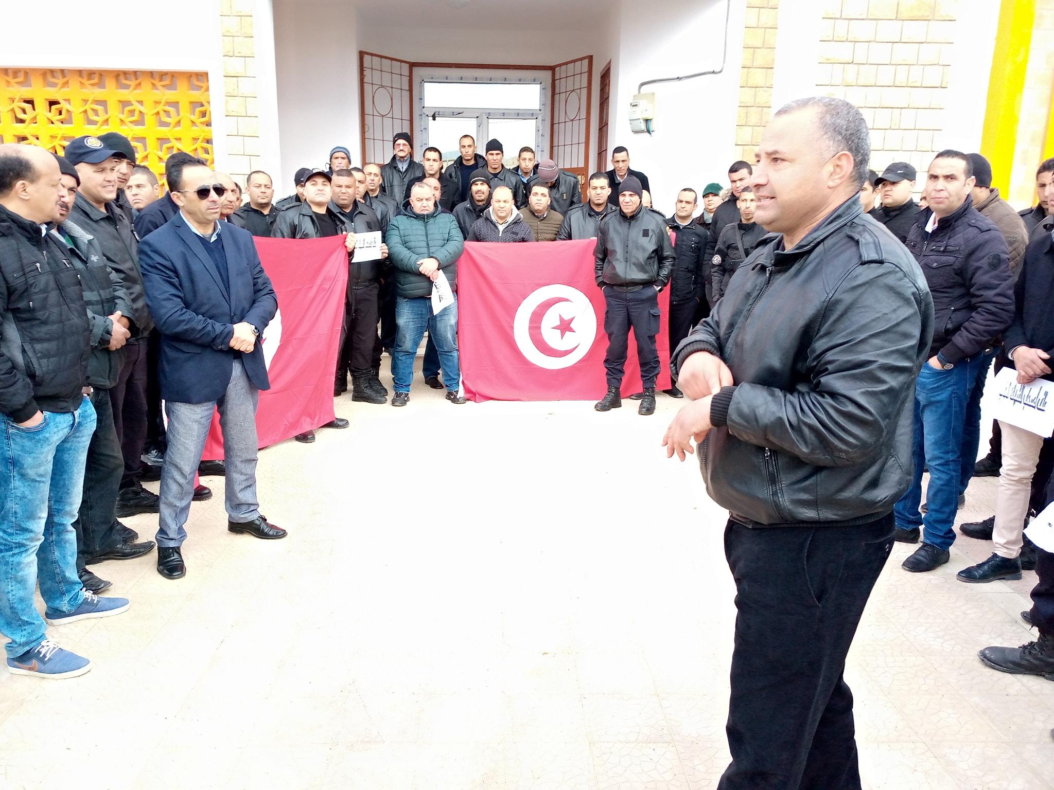 وقفة احتجاجية ثانية لاعوان واطارات السجن المدني بالقصرين