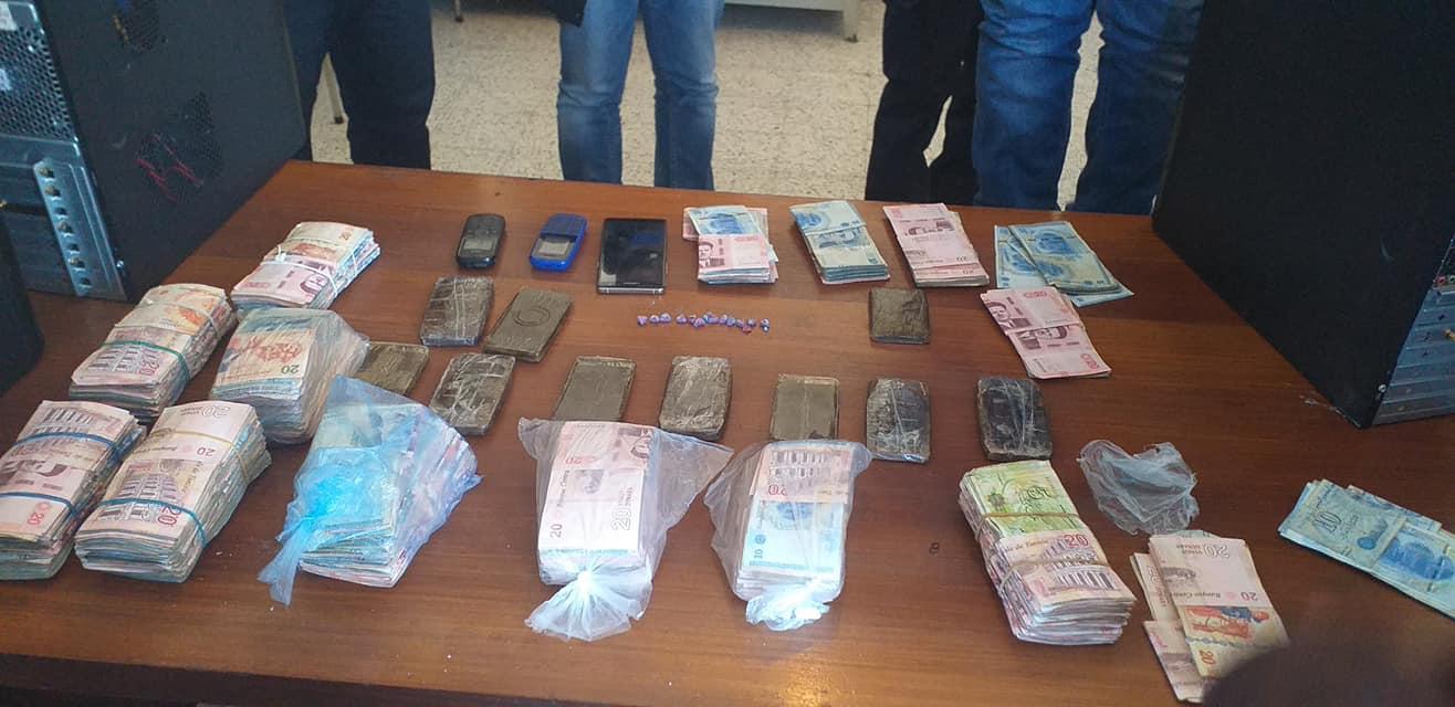 القصرين :القبض على 3 اشخاص مختصين في تجارة المخدرات من بينهم محكوم ب 20 سنة سجن