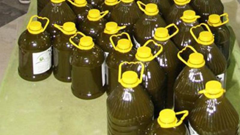 يوم الاثنين المقبل الانطلاق في بيع زيت الزيتون المعلب سعة 5 لتر بالمنطقة الصناعية بالقصرين