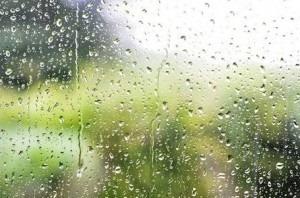 طقس الإثنين: سحب عابرة وأمطار متفرقة
