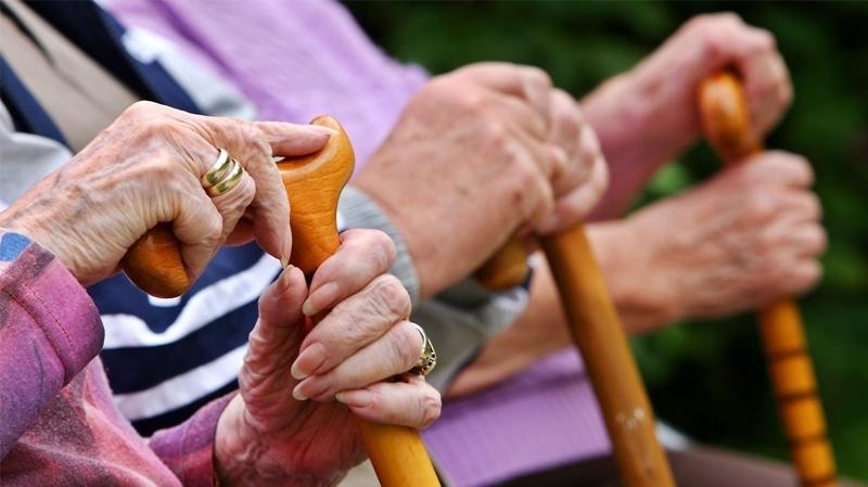 وزيرة المراة والاسرة والطفولة وكبار السن : منع زيارة المقيمين بمراكز رعاية المسنين