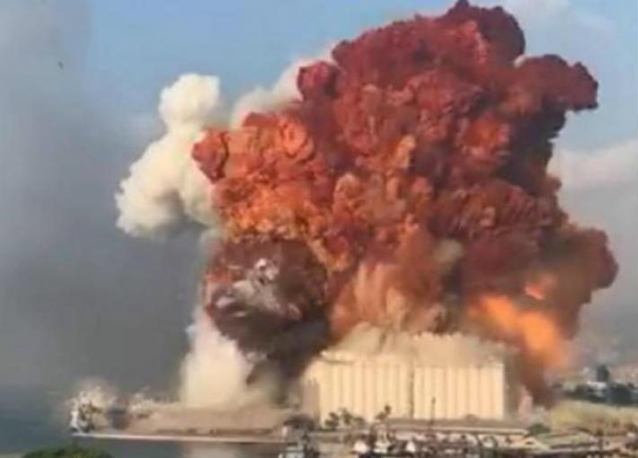 ما هي المادة المتفجرة التي سببت انفجارا يشبه الانفجارات النووية في بيروت؟