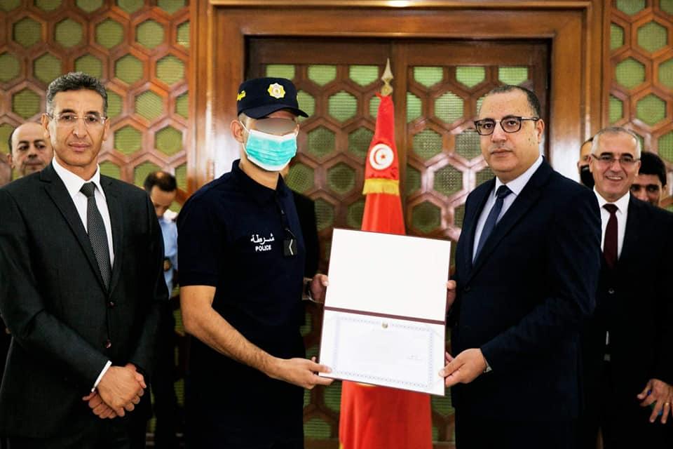 رئيس الحكومة يكرم عناصر أمنية ساهمت في القضاء على إرهابيي عملية سوسة