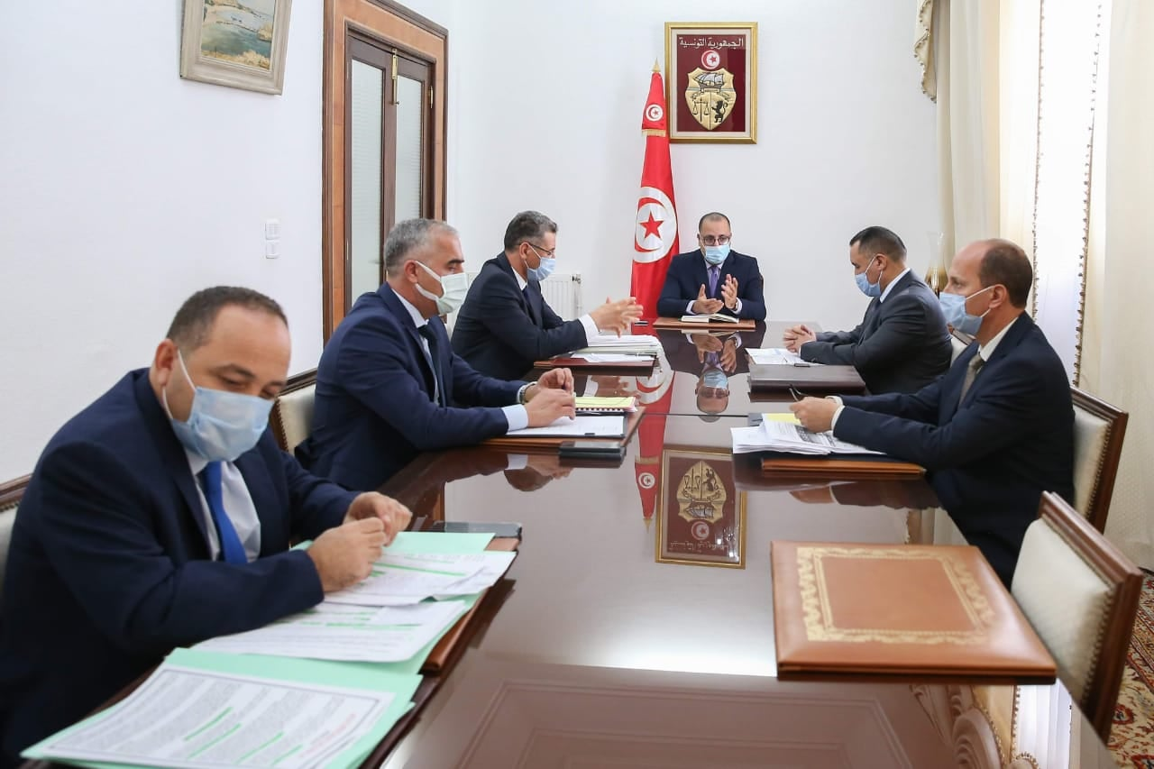 جلسة عمل بين رئيس الحكومة وقيادات أمنية عليا حول الوضع الأمني بالبلاد