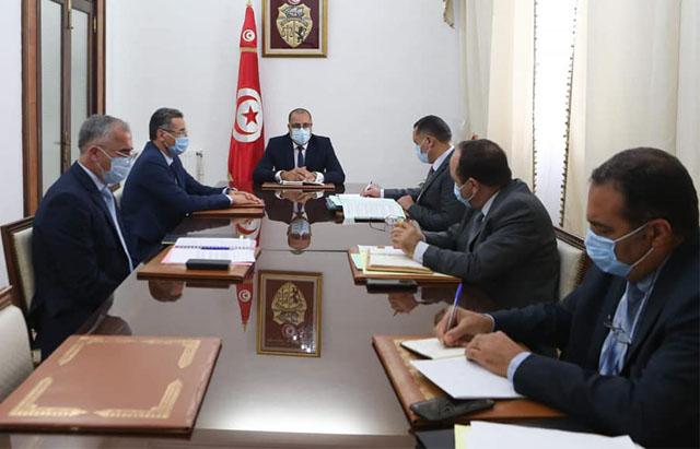 رئيس الحكومة يعقد جلسة عمل بحضور وزير الداخلية وعدد من القيادات الأمنية العليا