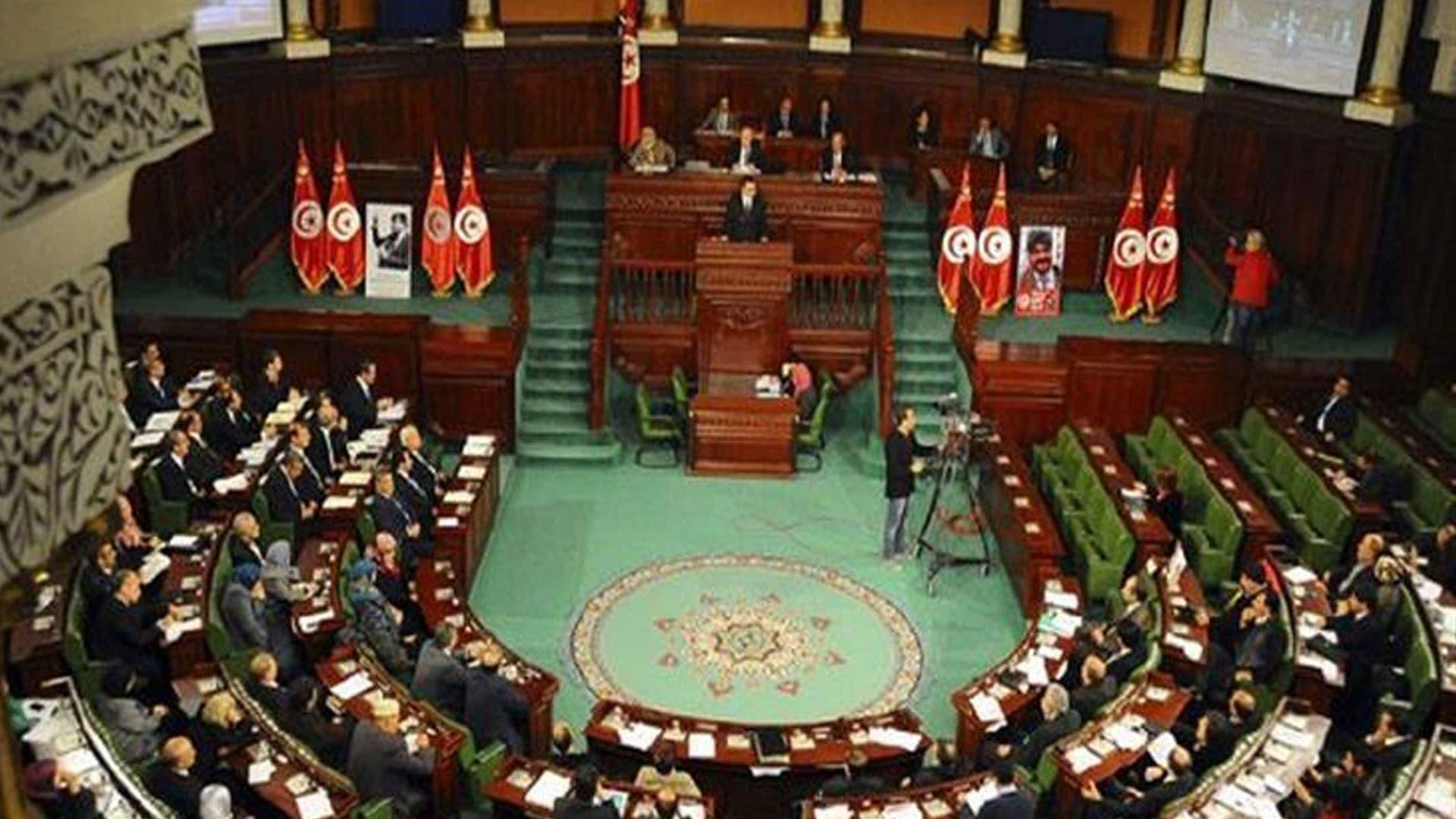 طبيب البرلمان يُعلن اصابة 6 نواب بفيروس كورونا