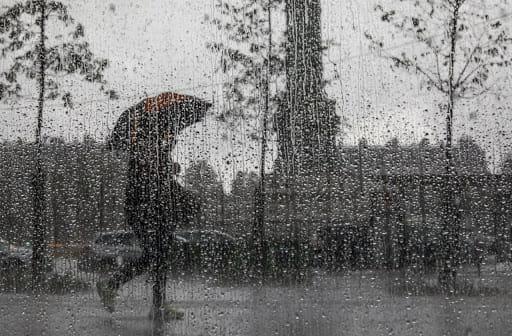 طقس السبت: أمطار رعدية وتساقط البرد بأماكن محدودة